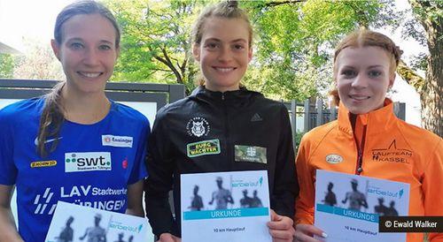 Die drei schnellsten Frauen in Tübingen: Alina Reh (Mitte) setzte sich vor Hanna Klein (li.) und Eva Dieterich durch.